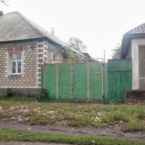 Продается пол дом с возможностью проживания 2 семей или размещением би