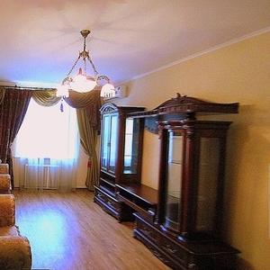 Продам 2-комнатную сталинку № 28726 в тихом уютном дворе в центре горо